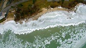 Vogelperspektive des Michigansees am Gipfelstraßenrandpark stockfoto