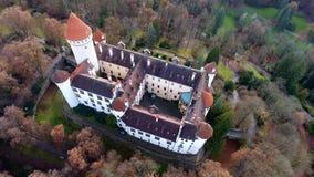 Vogelperspektive des mittelalterlichen Schlosses Konopiste in der Tschechischen Republik, Brummenansicht stockbild