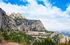 Vogelperspektive des Montserrat-Klosters Santa Maria de Montserrat ist eine Benediktinerabtei, die auf dem Berg von Montserrat, i Lizenzfreie Stockbilder
