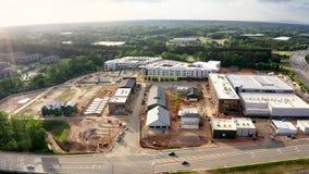 Vogelperspektive des neuen Mallbaus in Atlanta-Vororten stock video footage
