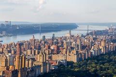 Vogelperspektive des oberen Westens und des George Washington Bridges Lizenzfreie Stockfotos