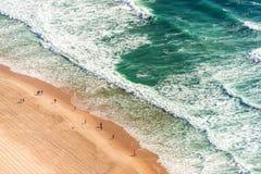 Vogelperspektive des Ozeanstrandes stockbild