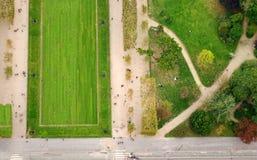 Vogelperspektive des Paris-Stadtparks von Effel-Turm Lizenzfreie Stockfotografie