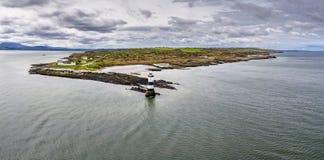 Vogelperspektive des Penmon-Punktleuchtturmes, Wales - Vereinigtes Königreich Stockbilder