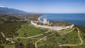 Vogelperspektive des Platamon-Schlosses im Nord-Griechenland stockbilder