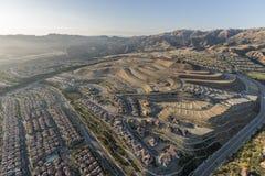 Vogelperspektive des Porter Ranch-Gipfelbaus stockfotos