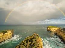 Vogelperspektive des Regenbogens über Hammelfleisch-Vogel-Insel, Australien Lizenzfreies Stockfoto