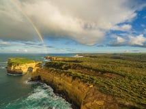 Vogelperspektive des Regenbogens über Hammelfleisch-Vogel-Insel, Australien Stockfoto