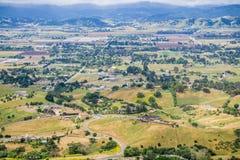 Vogelperspektive des Südtales, wie vom Coyote See Harvey Bear Ranch County Park, Süden San Francisco Bay, Kalifornien gesehen stockbild