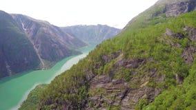 Vogelperspektive des schönen Fjords in Hardanger Norwegen stock footage