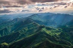 Vogelperspektive des schönen Gebirgszugs Stockfoto