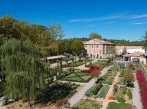 Vogelperspektive des schönen Landhauses und Gartens Domaine im Süden von Frankreich, in Provence, Alpes, CÃ'te D 'Azur, stockfoto