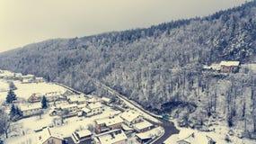 Vogelperspektive des Schnees bedeckte Stadt Stockfoto