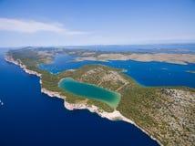Vogelperspektive des Slano Sees im Naturpark Telascica, Kroatien, stockbilder