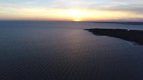 Vogelperspektive des Sonnenuntergangs über Delaware-Bucht New-Jersey stock video footage