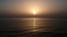 Vogelperspektive des Sonnenuntergangs über dem Bodensee stock footage