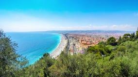 Vogelperspektive des Strandes in der Stadt von Nizza, französischem Riviera, Frankreich stock footage