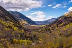 Vogelperspektive des Tellurids, Colorado im Herbst lizenzfreie stockbilder