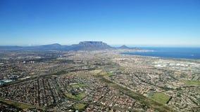 Vogelperspektive des Tischplatte-Berges und des Cape Towns Südafrika Lizenzfreie Stockfotos
