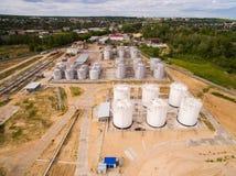 Vogelperspektive des Treibstoffindustriegebiets auf Sand Lizenzfreie Stockbilder