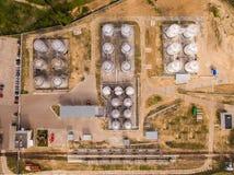 Vogelperspektive des Treibstoffindustriegebiets auf Sand Beschneidungspfad eingeschlossen Lizenzfreie Stockfotografie