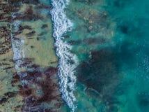 Vogelperspektive des tropischen Strandes Stockbild
