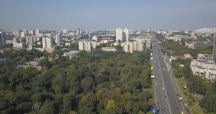 Vogelperspektive des Verkehrs in der städtischen Stadt Pixel 4k 4096 x 2160 stock video footage