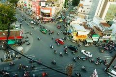 Vogelperspektive des Verkehrs in Saigon, Vietnam stockbild