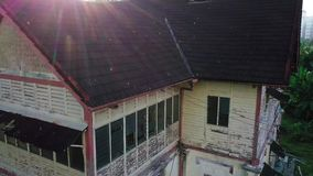 Vogelperspektive des verlassenen Hauses in Seremban Malaysia stock video