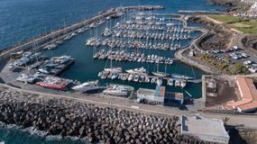 Vogelperspektive des Videos der Draufsicht 4K UHD Hafen Teneriffa-Kanarengirlitz Spanien-Brummens Lizenzfreies Stockfoto