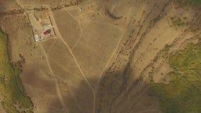 Vogelperspektive des Wüstengebiets eine erstaunliche Landschaft für Geologie mit unglaublichen Sandbildungen und Falten in der Er stock video