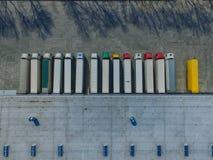 Vogelperspektive des Warenlagers Logistikmitte in der Industriestadtzone von oben stockfotografie