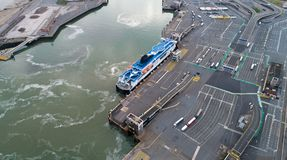 Vogelperspektive einer Fähre in Calais-Hafen, Frankreich lizenzfreie stockfotografie
