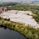 Vogelperspektive einer konkreten Anlage für die Produktion des Betons, der Betonrohre, der Abwasserrohre, der Abwasserkanalwellen Lizenzfreies Stockbild