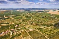 Vogelperspektive einer schönen Landschaft mit Weinbergen in Süd-Moravian-Region in der Tschechischen Republik Lizenzfreie Stockbilder