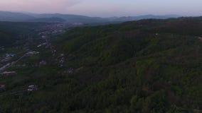 Vogelperspektive eines Berges stock video footage