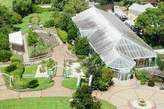 Vogelperspektive eines botanischen Gartens mit Baum in Lakeland, Florida Stockfotos