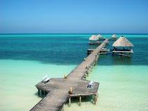 Vogelperspektive eines Docks in dem karibischen Meer Lizenzfreies Stockbild