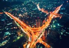 Vogelperspektive eines enormen Landstraßenschnitts in Tokyo Stockbild