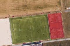 Vogelperspektive eines Fußballplatzes in WrocÅ-'Aw-Stadt Lizenzfreies Stockfoto