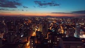 Vogelperspektive eines Sonnenuntergangs in der Stadt São Paulo! stock video