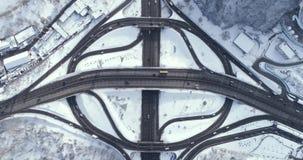 Vogelperspektive eines Turbinenstraßenaustausches in Kiew stock video