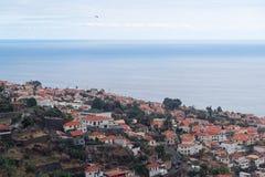 Vogelperspektive am Funchal-Stadt- und -meerwasser, Madeira-Insel lizenzfreie stockbilder