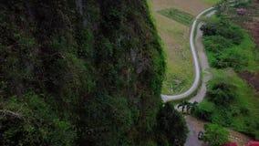 Vogelperspektive am Hügel in Malaysia stock video