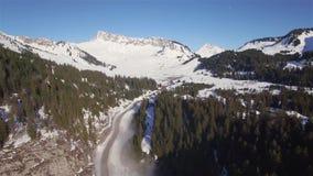 Vogelperspektive 4K der Skistation Praz de Lys in den französischen Alpen in Frankreich stock video footage