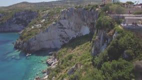 Vogelperspektive 4K UHD von blauen Höhlen Agios Nikolaoss in Insel Zakynthos Zante, in Griechenland - Klotz stock video