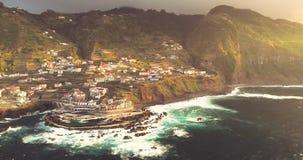 Vogelperspektive 4k von Porto Moniz bei Sonnenuntergang, Madeira-Insel, Portugal stock video footage