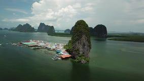 Vogelperspektive-Koh Panyee-Insel in Süd-Thailand stock footage