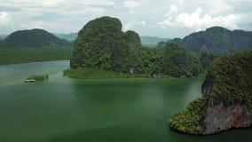Vogelperspektive-Koh Panyee-Insel in Süd-Thailand stock video