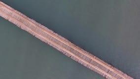 Vogelperspektive: Meer und Sonnenaufgang Brücke auf Meer Erstaunliche Ansicht stock footage